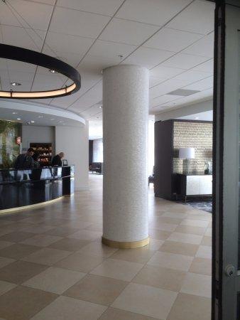 Courtyard Miami Coral Gables: The Lobby