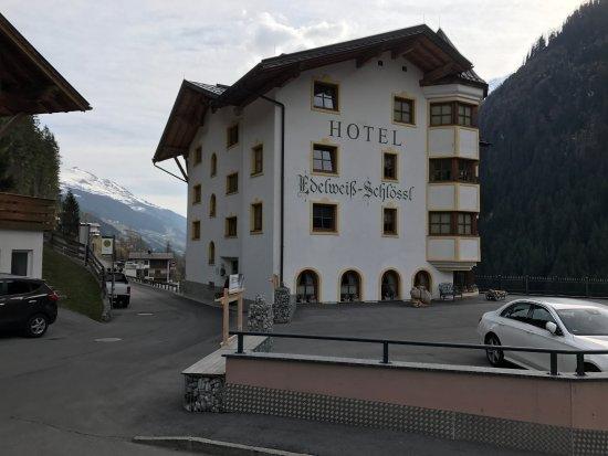 Kappl, Österreich: Excentrische locatie, maar wel mooi!
