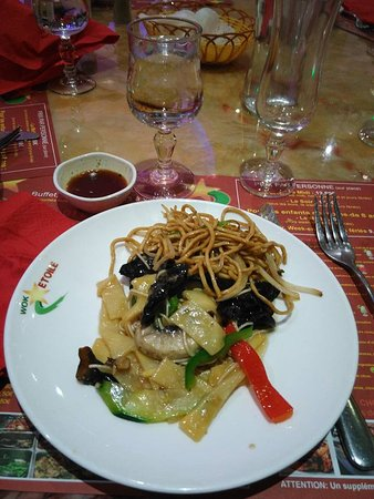 Emerainville, France : un wok parfait