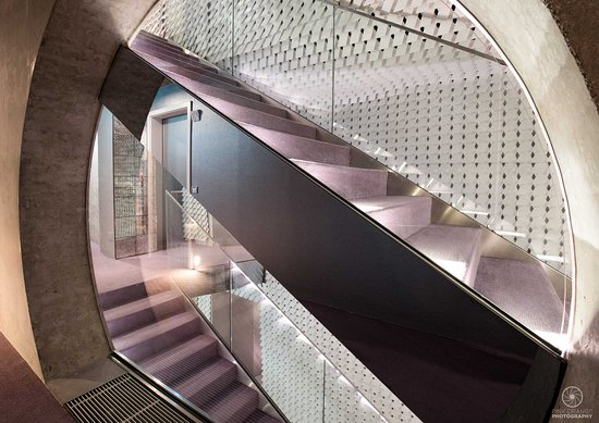 Vander Urbani Resort: Amazing stairs