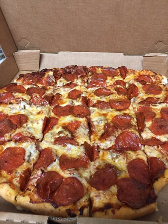Natchitoches, LA: Square cut pizza ( you have to ask for it cut square)