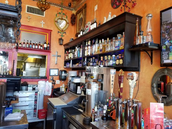 Vaqueros Grill and Cantina: Bar for good selection of drinks