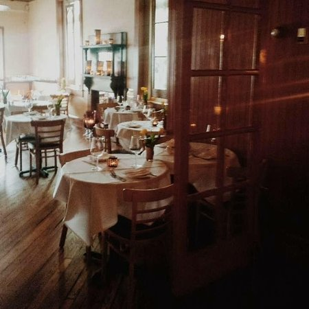 Unionville, Пенсильвания: nice shot of Dining Room - Galaxy phone shot, who knew?