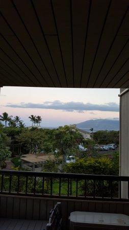 Wailea Ekolu Village Resort: Side view from the patio