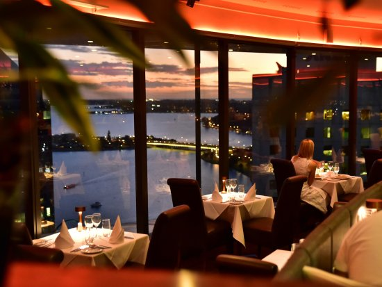 C Restaurant : Enjoy beautiful views of the winding Swan River while you dine.
