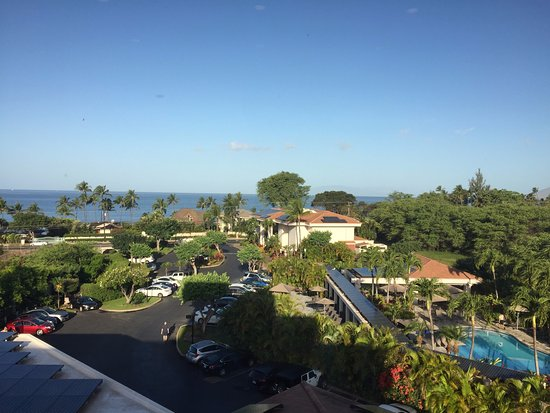 Maui Coast Hotel: View from glass elevator near front of hotel