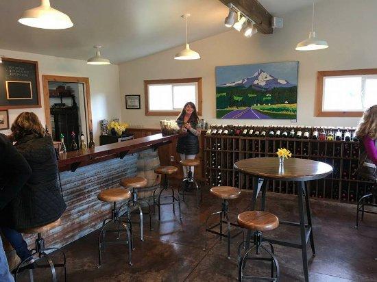Hood River, OR: New wine tasting room!