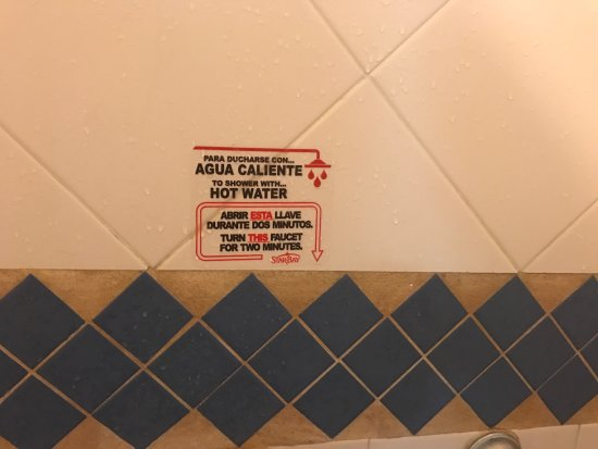 Star Bay Hotel Puerto Vallarta: Desperdicia el agua 2 minutos para que salga caliente