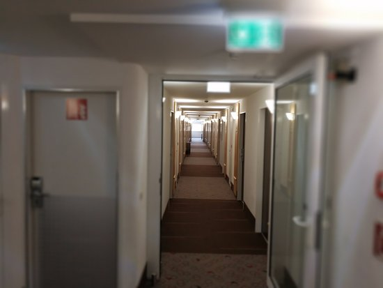 Ibis Muenchen City Nord: The cooridor just outside my room