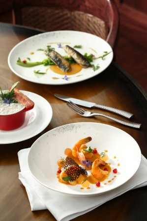 Press Club: Hot melon, prawn with red fruit and saffron sauce