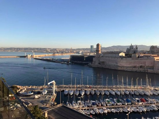 Sofitel Marseille Vieux-Port: View of the sea port during breakfast!