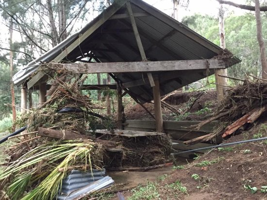 Barney Creek Cottages : Picnic area after the flood