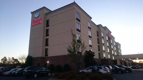 Comfort Suites Charlotte Northlake: View from parking lot