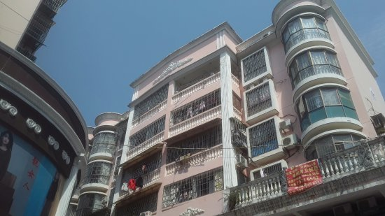 Ganzhou, Kina: Sometimes it's good to look up