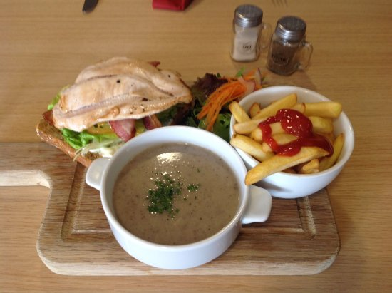 Kings Langley, UK: Open chicken sandwich