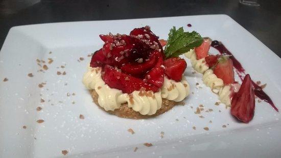 LA COTRILLADE : tartelette au fraise sur sablé breton maison