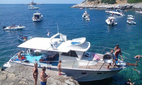 Vrsar, Chorwacja: Swimming at beautiful island lagoon