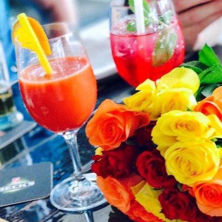Das Oosten bietet leckere Getränke an wie Blutorangensaft und Eistee ...