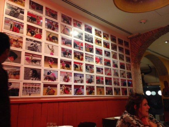Tapas Bar 47: A parede com fotos