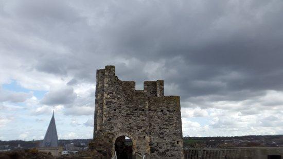 Rochester Castle: 20170401_153022_large.jpg