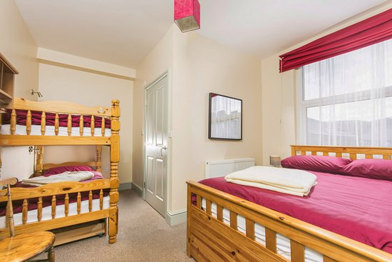 Llangollen Hostel: Family en-suite room on the ground floor