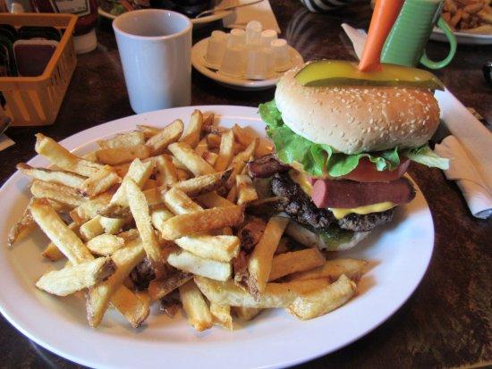 Port Alberni, Kanada: Hotdog burger