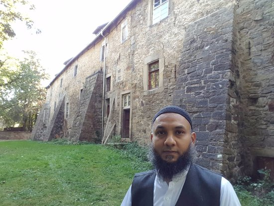 Lauenau, Alemania: My son Tauseef - the outer wall of the castle.