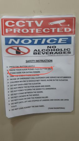 Rajnandgaon, Indie: Notice in lift! Helps your sense of humour after a tiring day!