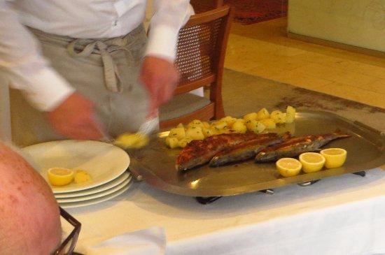 Neumarkt am Wallersee, Österreich: fish being prepared by the table