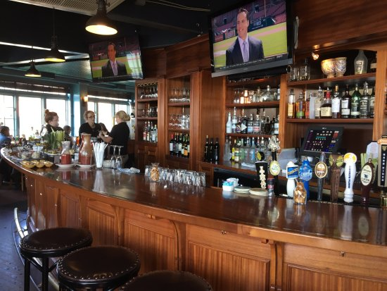 Blue water grill bar area picture of blue water grill skaneateles tripadvisor - Blue water bar and grill ...