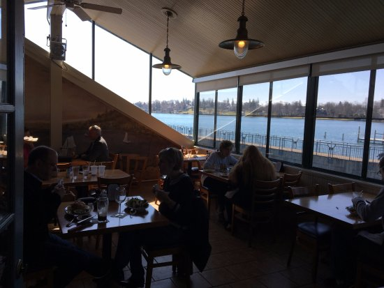 Skaneateles, État de New York : Blue Water Grill - back porch room
