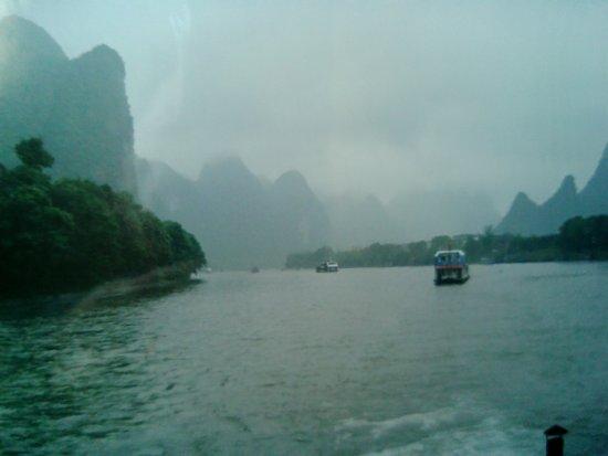 Japanese Guide Optional Tour-China International Travel Service Guilin Co.Ltd : 桂林での璃江下り、陽朔にむかっています。