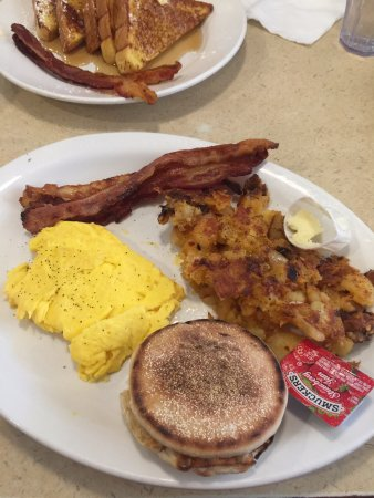 Seymour, CT: Egg, bacon, hash-browns, and English muffin