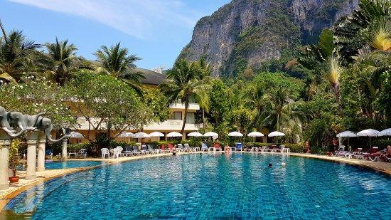 Golden Beach Resort: The pool area