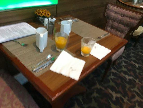 Diamond Hotel Philippines : Morgenmad i dejlige omgivelser