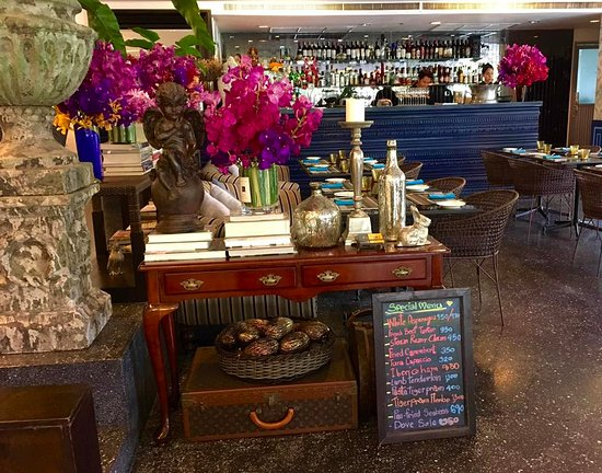 4 Garcons : decoration and special menu of the day