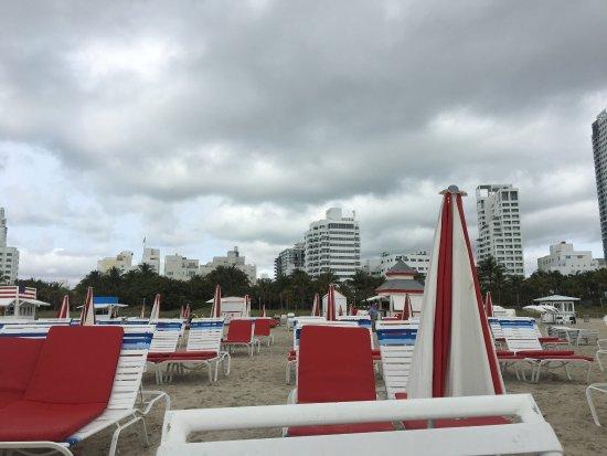 Richmond Hotel pool and beach area
