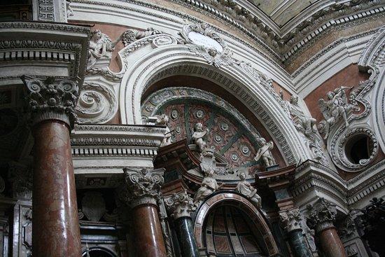 Real Chiesa di San Lorenzo: Ricche decorazioni all'interno