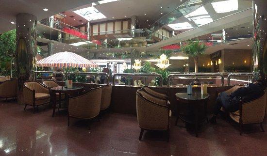 Beijing Yanshan Hotel: Лобби