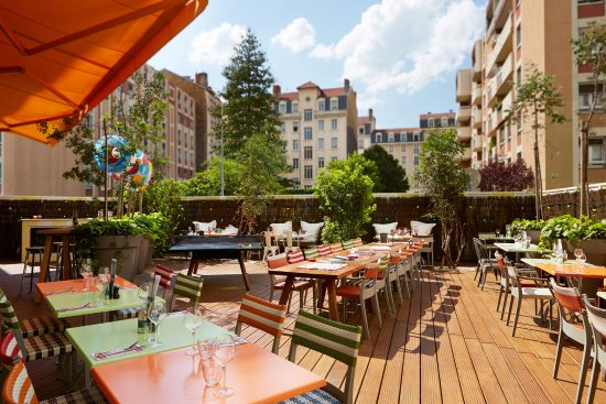 Terrasse picture of mama shelter lyon restaurant lyon for Restaurant terrasse lyon