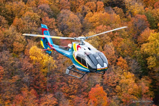 Niagara Helicopters: Niagara in the fall - like burning embers below