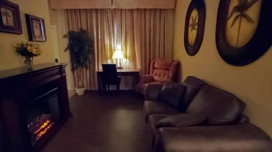 Port Hawkesbury, แคนาดา: Sitting area in guest room suite