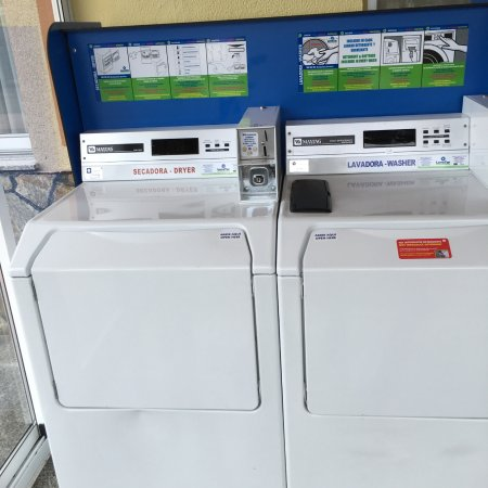 Lavacolla, Spain: Servicio de lavadora y secadora