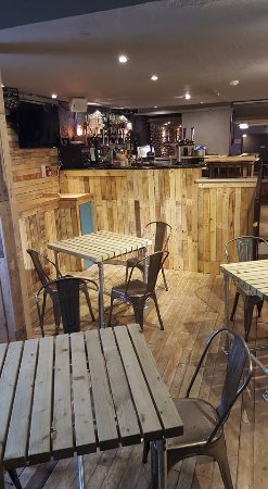 Kendal, UK: Extra table space in the daytime, dance floor in the evening