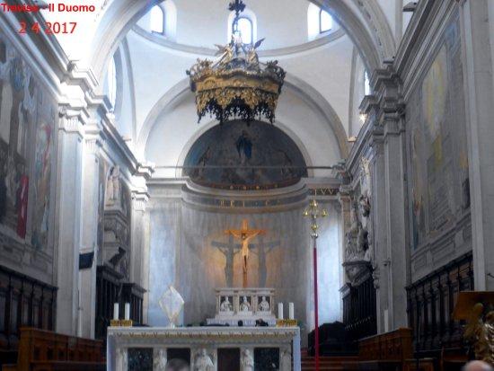 Cattedrale di San Pietro Apostolo: Altare