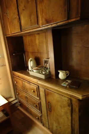 Samedan, Schweiz: antique cupboard