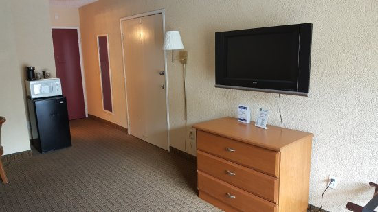 Econo Lodge Busch Gardens: Living area