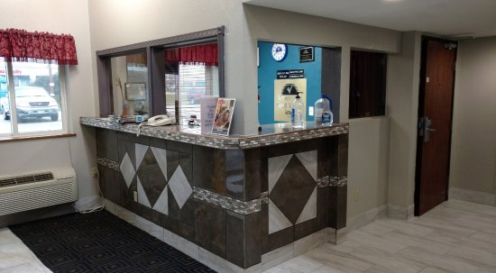 Americas Best Value Inn - Faribault: Front Desk