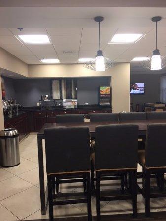 Elkridge, MD: Breakfast area