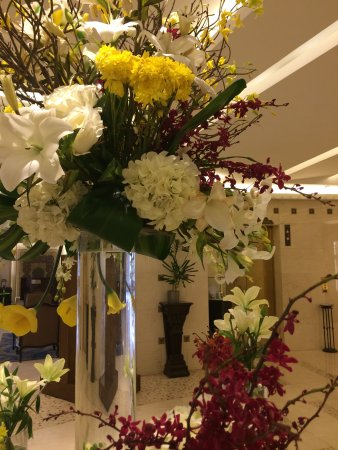 Le Royal Hotel Amman: beautiful flowers